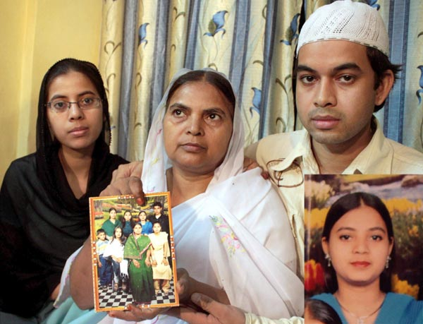 Ishrat Jahan's family, Courtesy OutlookIndia.com