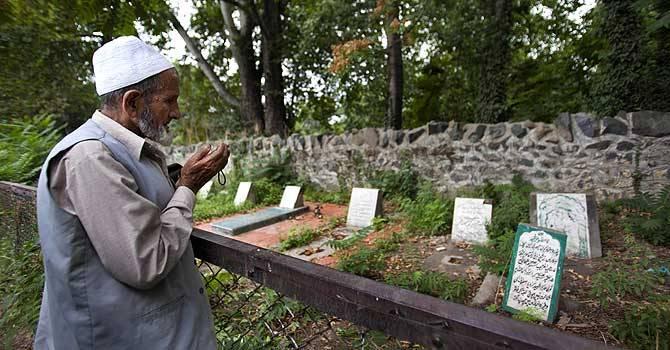 kashmir-unmarked-graves-ap